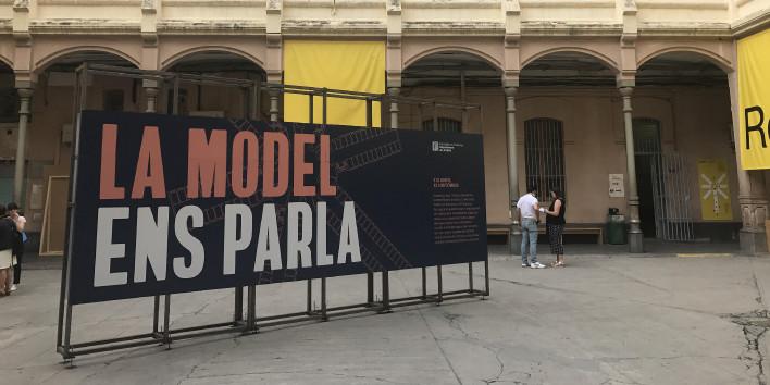 Dels mòbils prohibits a la presó hiperfotografiada: crònica d'un matí a La Model