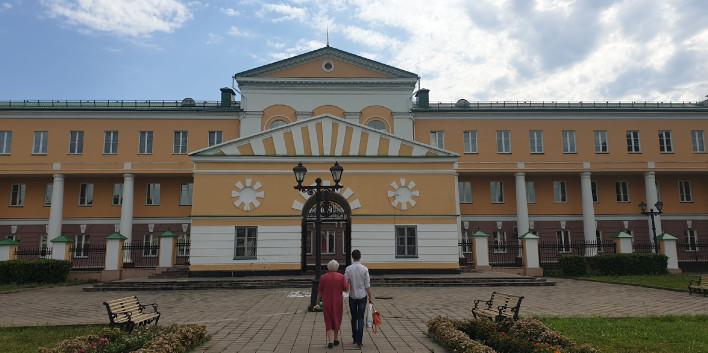 Un home i la seva mare abandonen el museu nacional udmurt a la capital, Ijevsk