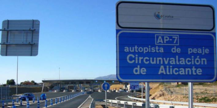 Senyal de trànsit en castellà a l\'AP-7 al seu pas per Alacant